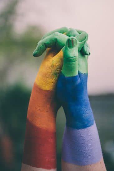 Handdruk met geverfde handen