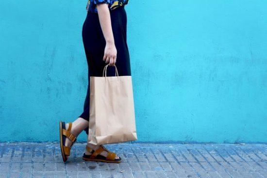 StockPhotoSecrets Shop Trends 2019 vrouw boodschappentas