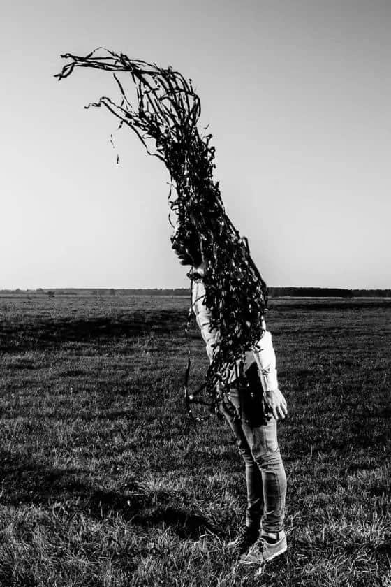 Man verandert in een boom