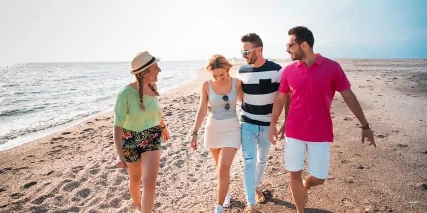 Strandwandeling met vrienden