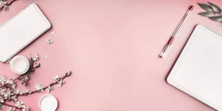 stockfoto's voor branding - schrijfwaren op een roze ondergrond